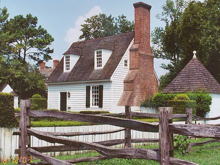Colonial houses in the 1700s colonial williamsburg houses for Williamsburg style house plans