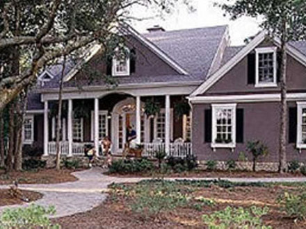 Colonial revival homes colonial homes with columns for Southern colonial house plans