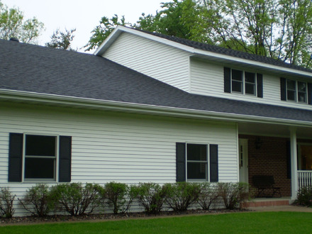 Gable roof house hip roof homes gable roof homes for 2 story ranch style house