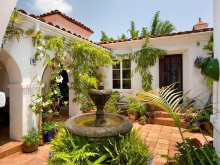 Spanish style homes with courtyards spanish style homes for Mediterranean home plans with courtyards