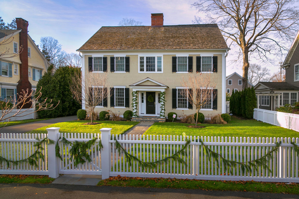 Colonial style home cottage style homes colonial home for Colonial home builders