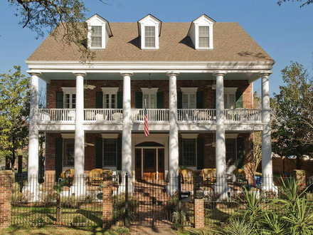 Colonial Style House Victorian Style House