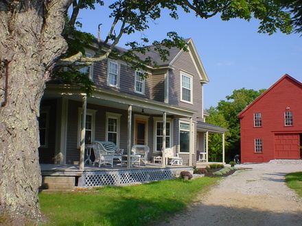 Early american farmhouse new england colonial farmhouse for Early new england home plans