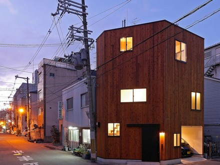 Copper Fill coo planning fills corner plot with house in chiyosaki, japan