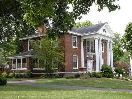 Graceland Colonial Revival Architecture