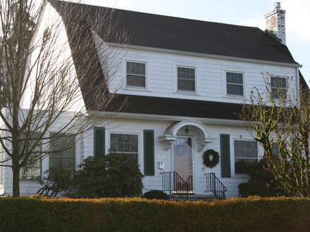 Greek revival house dutch colonial houses with gambrel for Dutch style homes