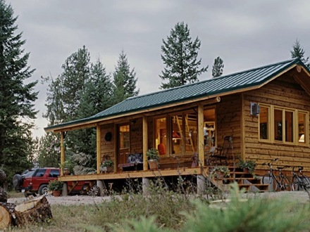 Small Cabins Tiny Houses Inside a Small Log Cabins