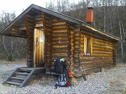 Small Tiny Log Cabins Inside a Small Log Cabins
