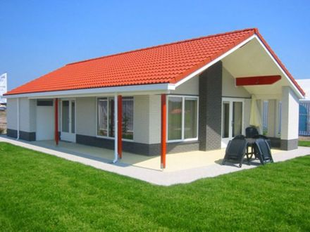 Ranch-Style House Bungalow House