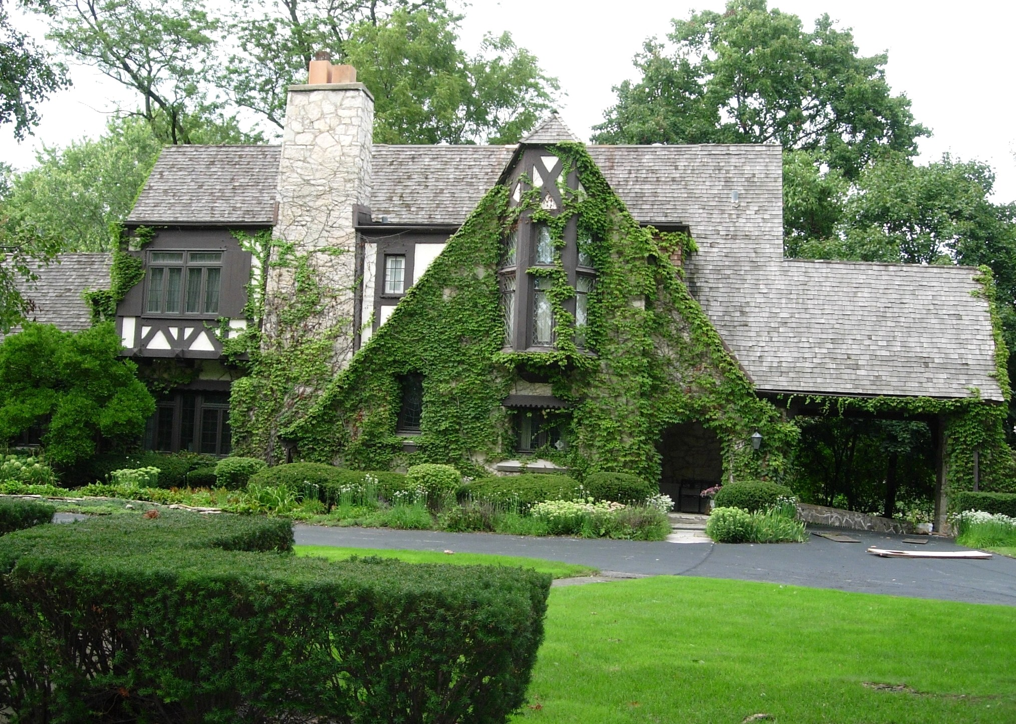 Small english tudor cottage style homes small english for English tudor home designs