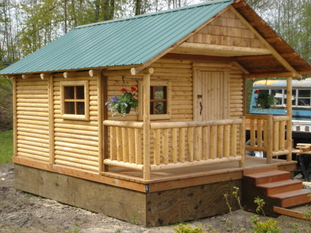 Mini Cabins and Houses Inside a Small Log Cabins
