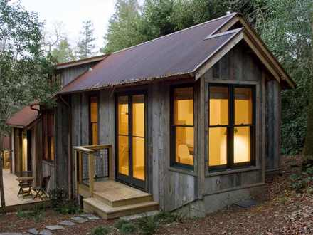 Rustic Backyard Guest House Interiors Small Rustic Guest House