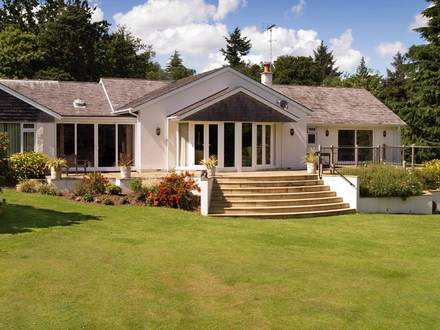 English Style Bungalow British Bungalow Designs