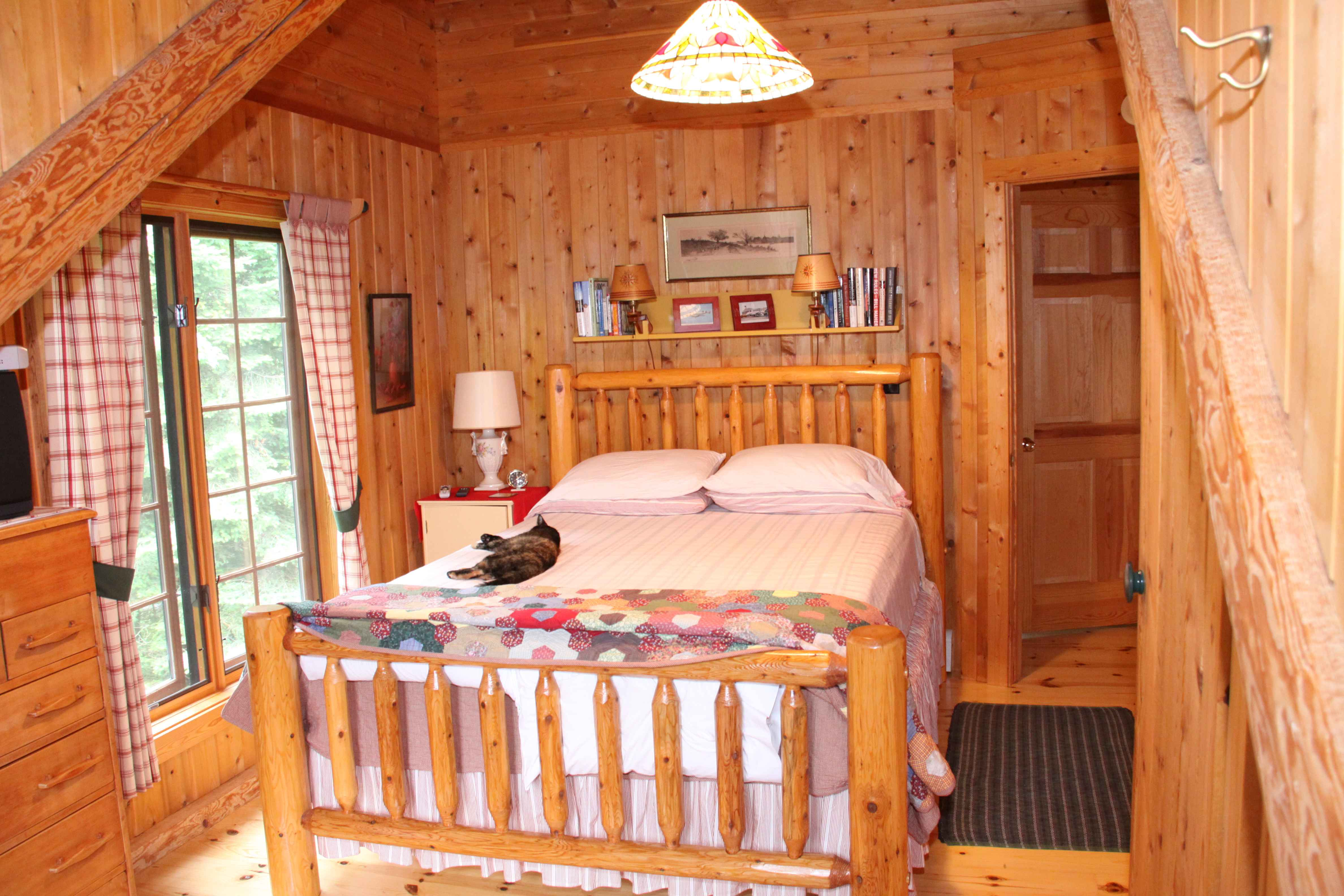 Log cabin bedrooms log home master bedroom log home for 4 bedroom log homes