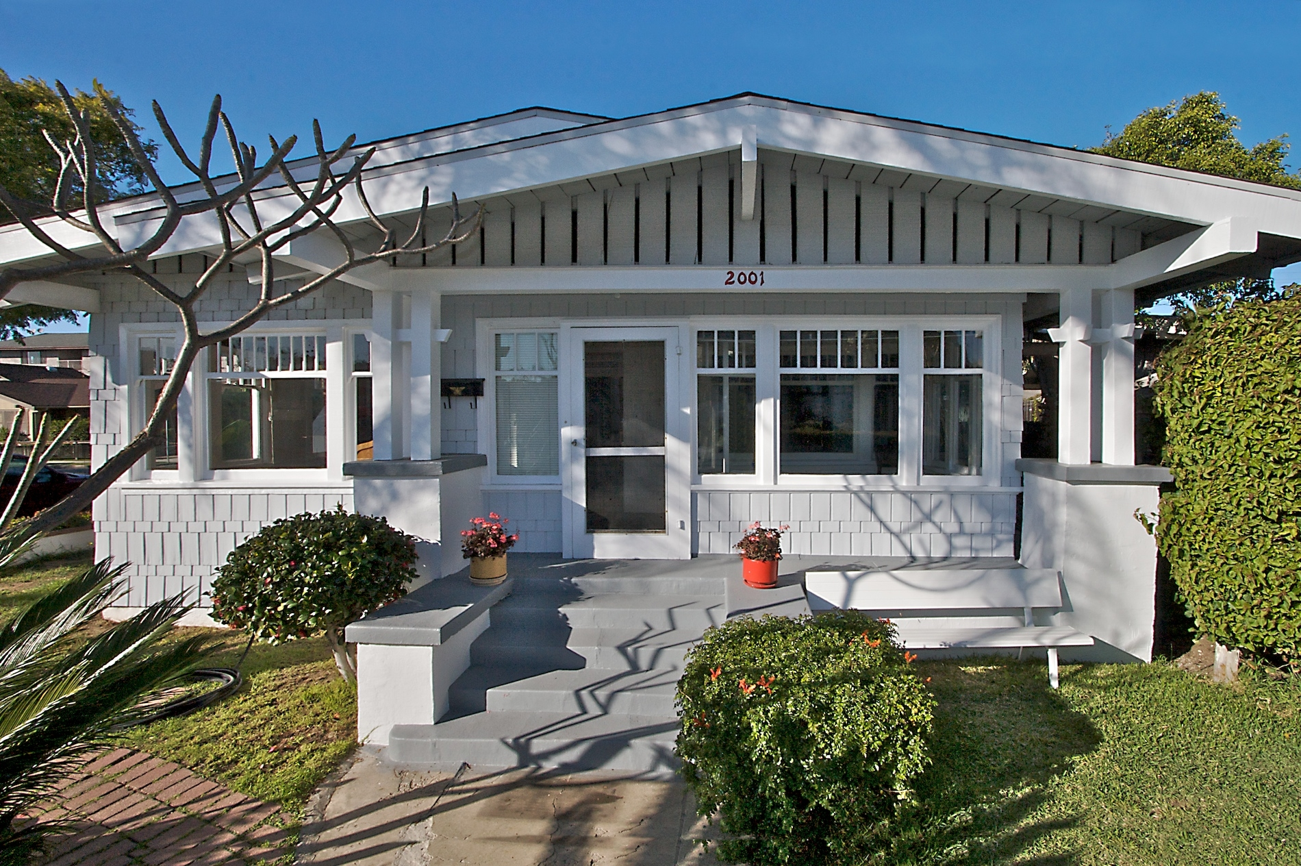 California bungalow style entry california bungalow style for Craftsman bungalow architecture