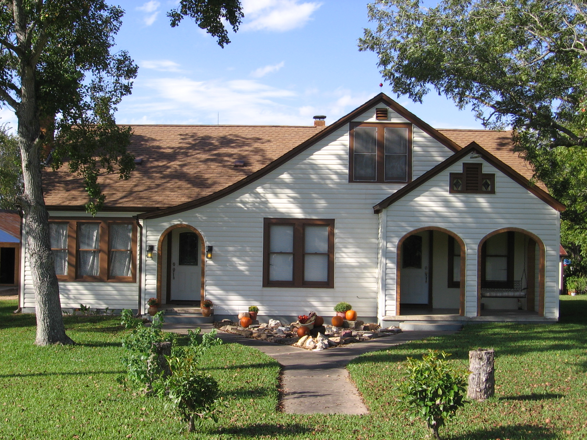 Ranch style house bungalow style house cottage house for Ranch style bungalow