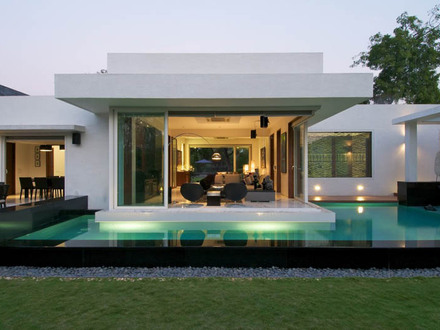 Modern tropical house design modern house design in for Best bungalow designs in the world
