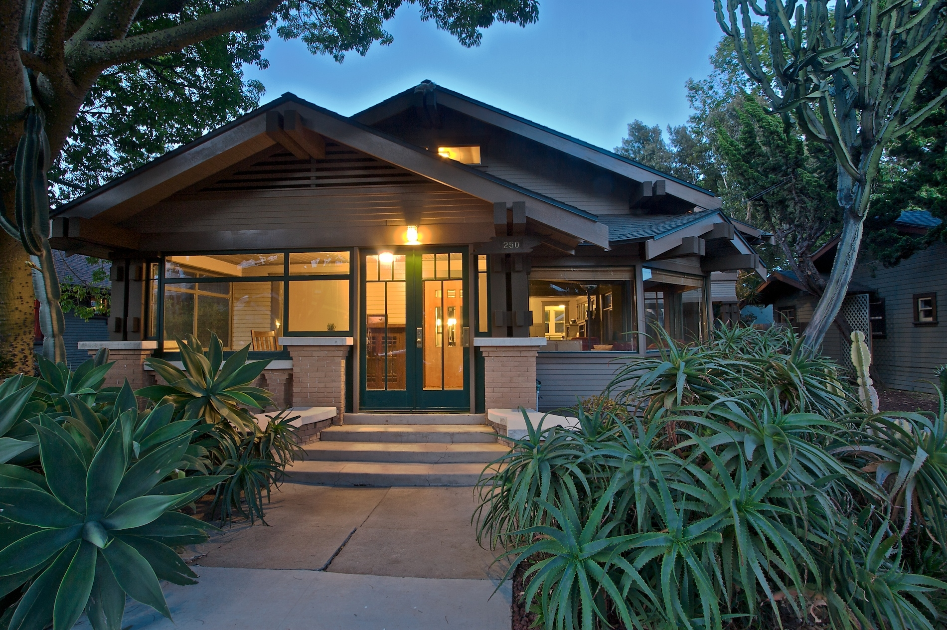 California craftsman bungalow style homes craftsman for Californian bungalow bathroom ideas