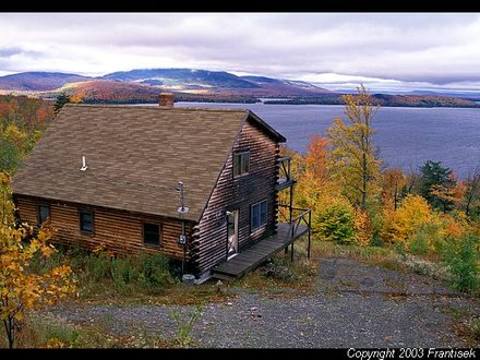 Log cabin rentals maine maine lakefront cabin rental log for Log cabin packages for sale