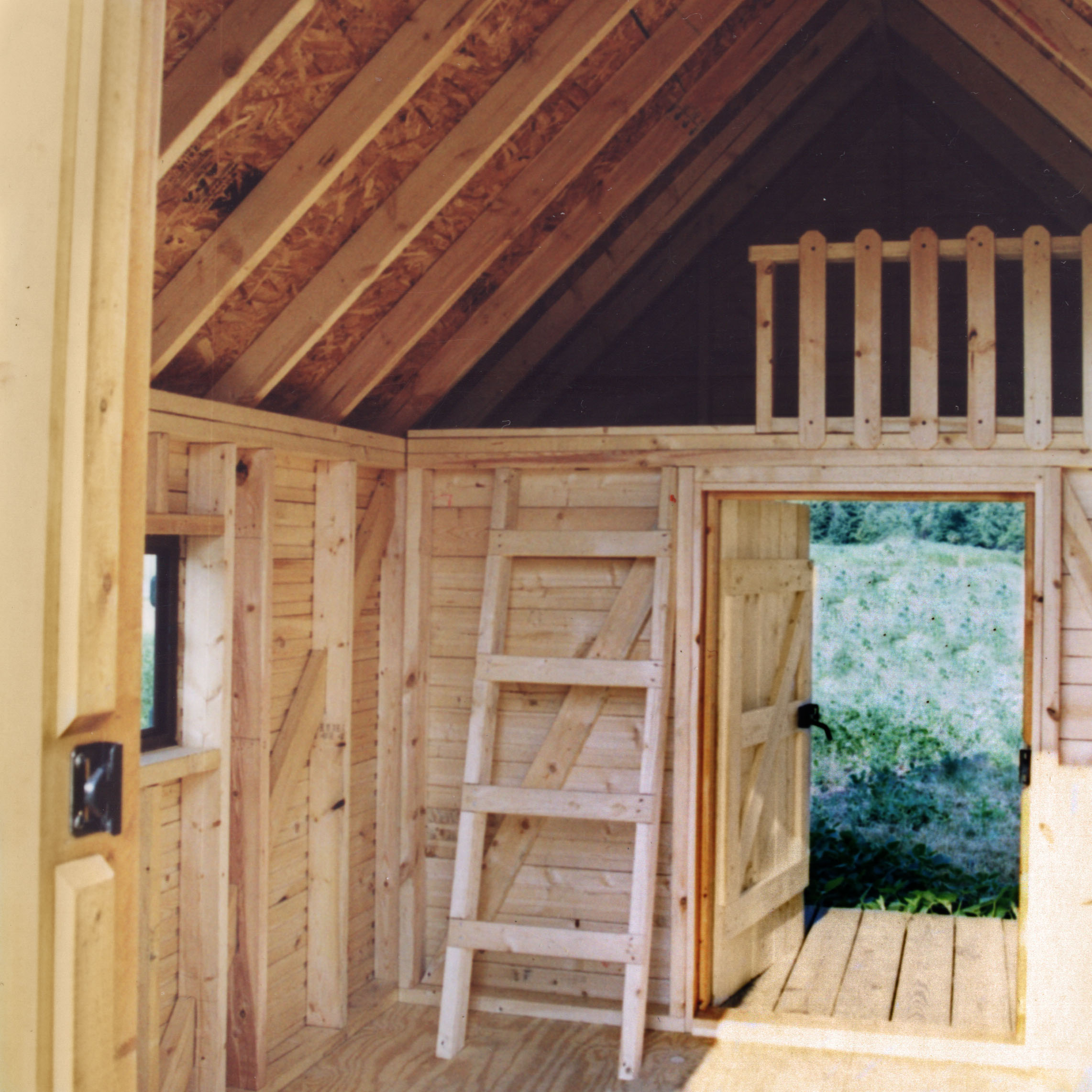 Small log cabin kits small log cabin with loft interior for Small cabin interiors photos