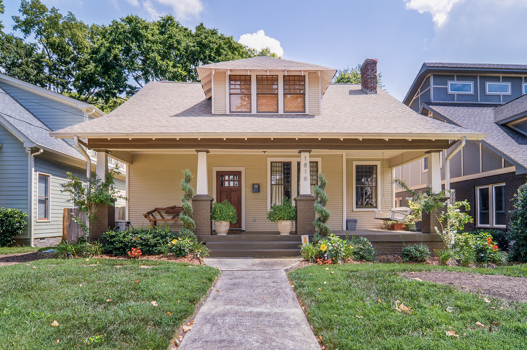 Bungalow style porches craftsman bungalow style homes for Craftsman homes for sale in texas