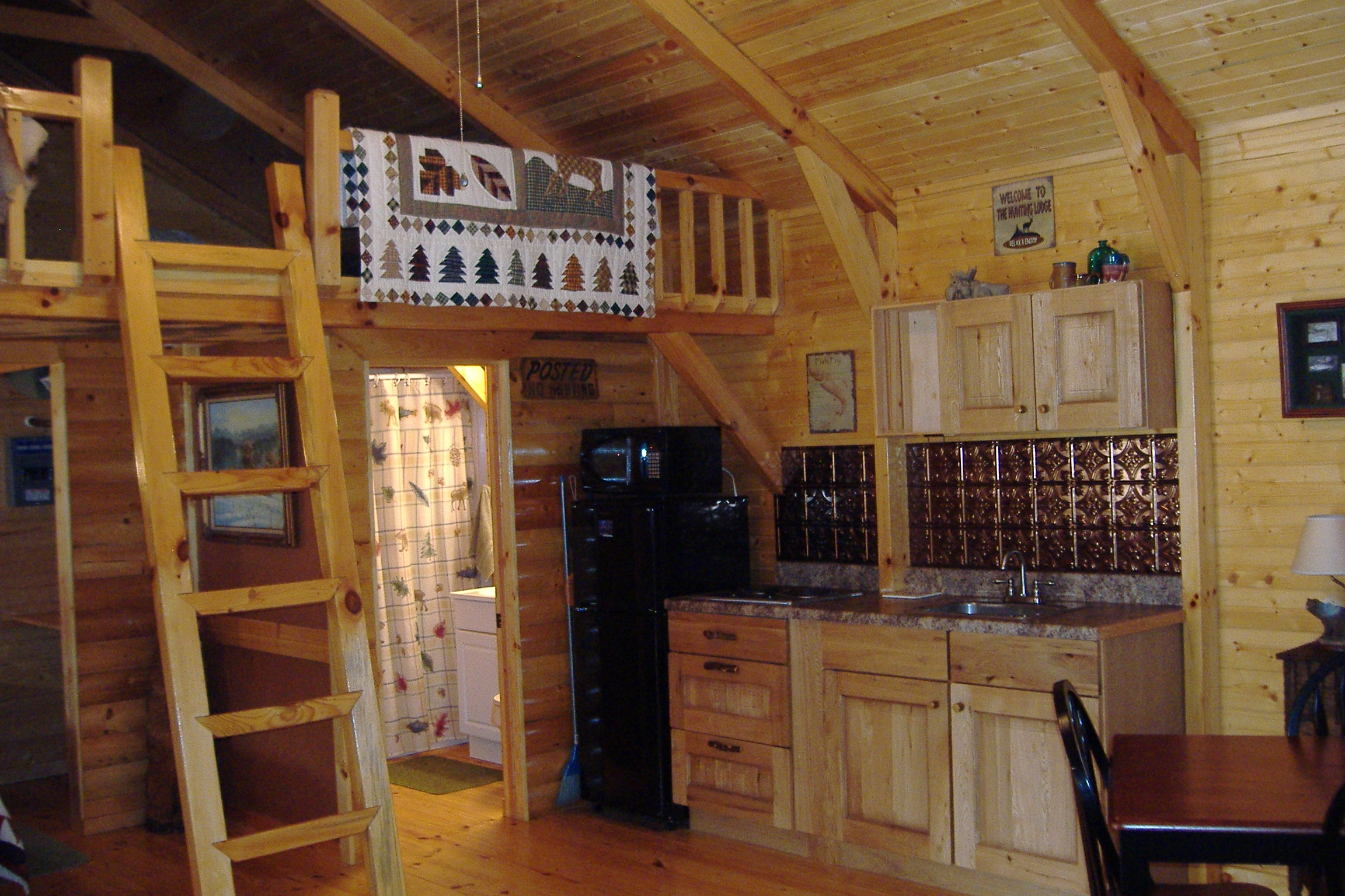 Tiny cabin kitchens hunting cabin kitchen hunting cabins for Tiny hunting cabin