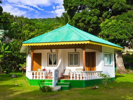 Caribbean house plans with porches simple tropical house for Simple tropical house plans