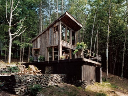Living Off the Grid Small Cabins Self-Sufficient Living